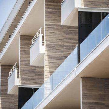 balconi-terrazzi-esterni-effetto-legno