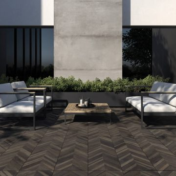 pavimento-per-giardino-effetto-legno-scuro