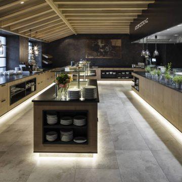piastrelle-gres-porcellanato-cucina-albergo