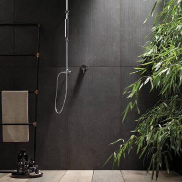 rivestimento-bagno-effetto-pietra-scura